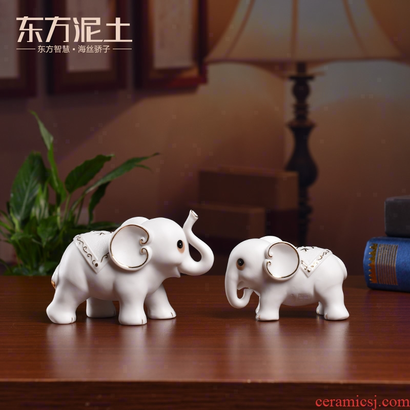 Oriental clay ceramic elephant place to live in the living room TV cabinet desktop decoration, as well