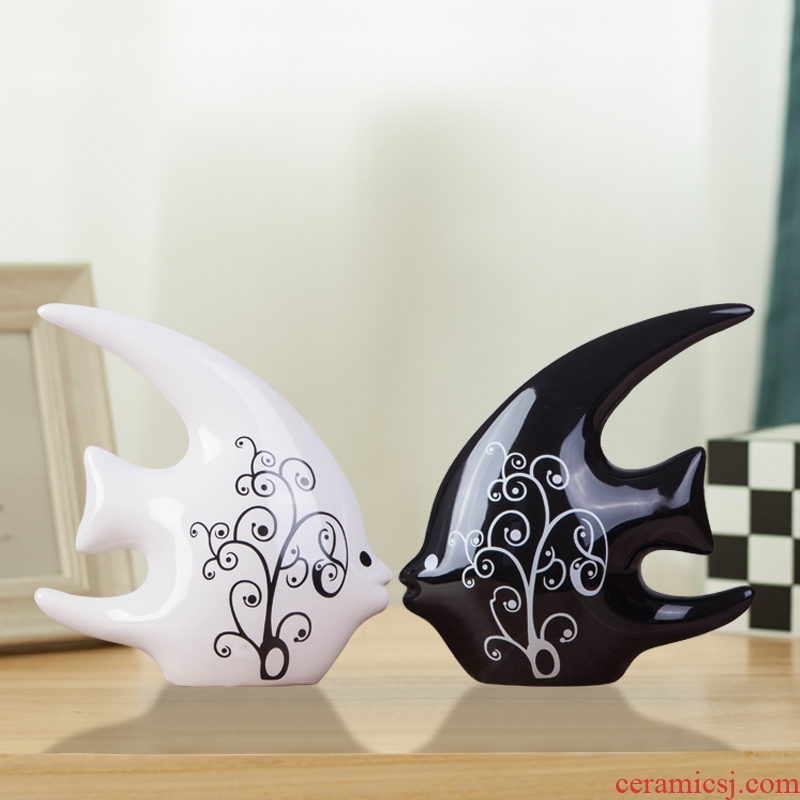 Creative household act the role ofing is tasted wine sitting room adornment ornament furnishing articles contracted ceramic, black and white fish lovers wedding gift