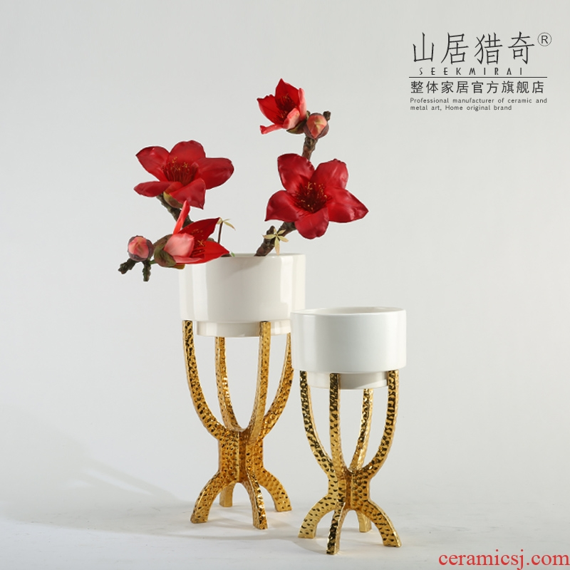 Modern light key-2 luxury northern copper vase sitting room adornment is placed with ceramic bracket flowerpot four feet tripod flower arranging flowers