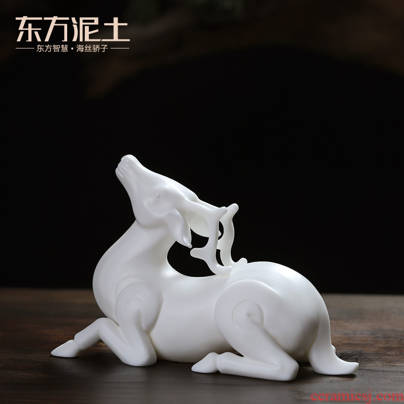 Oriental clay ceramic Chinese deer furnishing articles creative office desktop decoration picking gifts/on a deer