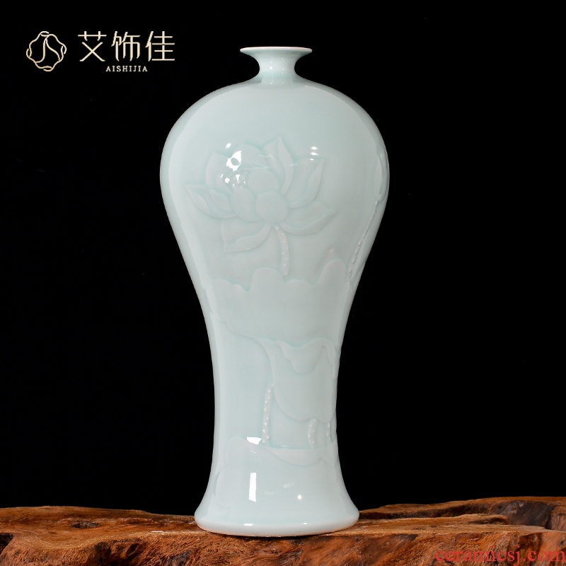 Jingdezhen ceramics craft reliefs green glaze lotus flower vase home sitting room porch TV ark adornment furnishing articles