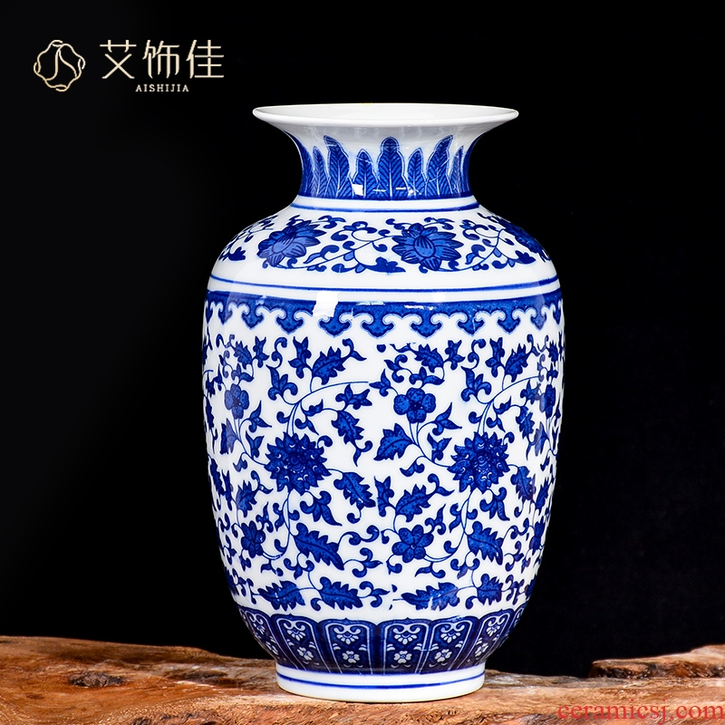 Antique blue and white porcelain of jingdezhen ceramics floret bottle of new Chinese style living room porch rich ancient frame dried flower arranging flowers is placed