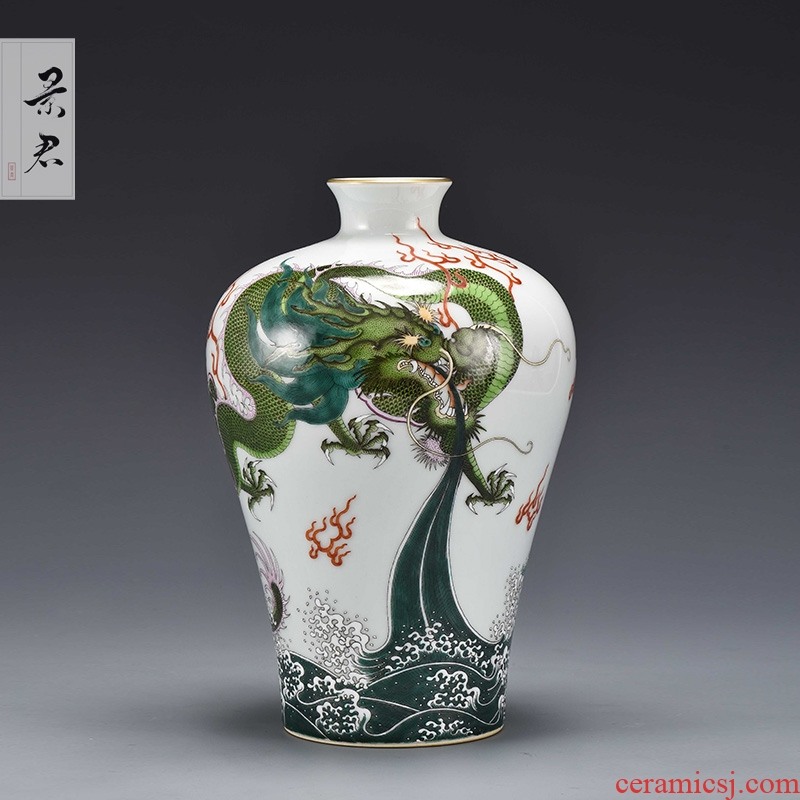 Jingdezhen ceramics by hand China wind restoring ancient ways is the sitting room flower vase furnishing articles of Chinese style decoration decoration process