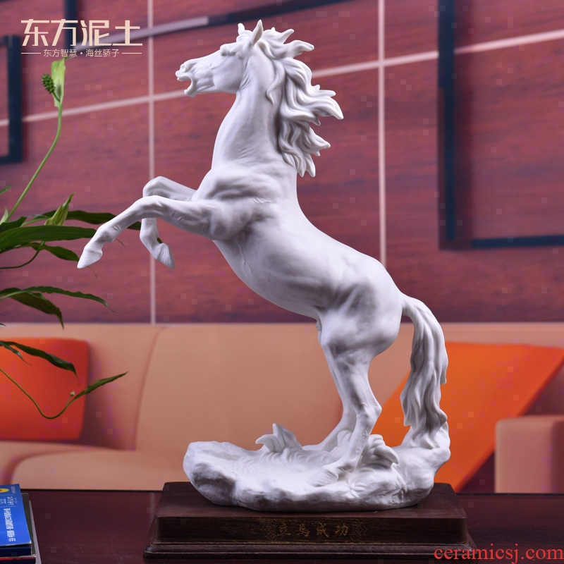 The east mud horse furnishing articles dehua white porcelain arts and crafts master of high - grade office business gift immediately successful