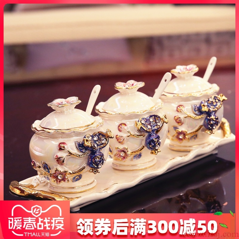 Seasoning as cans ceramic European cooking pot three - piece suit creative household suit to decorate the kitchen Seasoning box