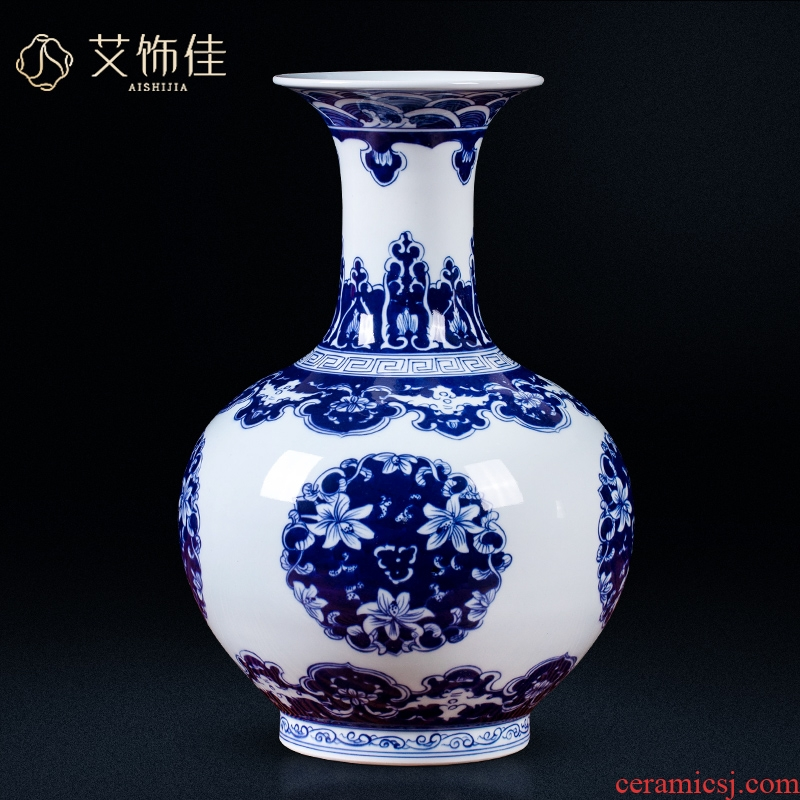 Antique vase of blue and white porcelain of jingdezhen ceramics sitting room flower arranging study porch decoration of Chinese style household furnishing articles