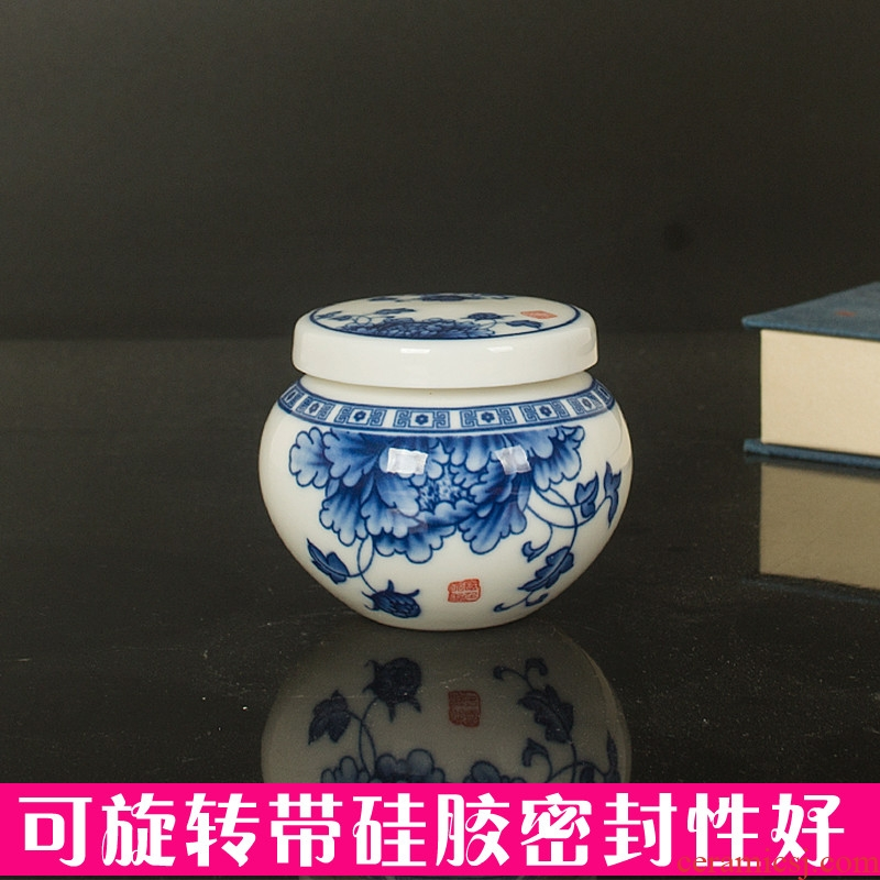 New mini ceramic jar with cover seal storage tank paste name plum small blue and white porcelain cosmetics packaging as cans