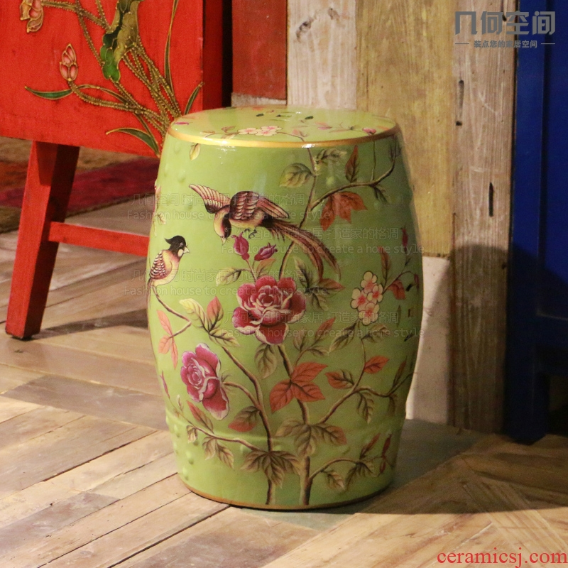 【 】 in the geometry space American country do old warbler woman 's researched and ceramic drum who in household shoes who and several big furnishing articles