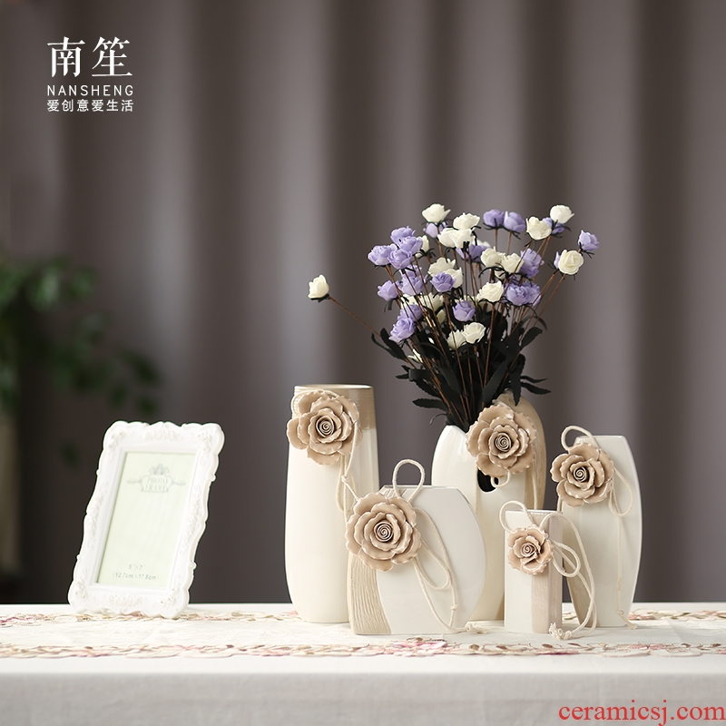 European contracted hand pinch flower vase furnishing articles ceramic vase small pure and fresh and creative flower arranging flowers sitting room is contracted and I