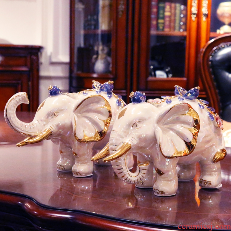 European ceramic lucky elephant place to live in the living room TV cabinet furnishing articles wedding decoration creative wedding gift