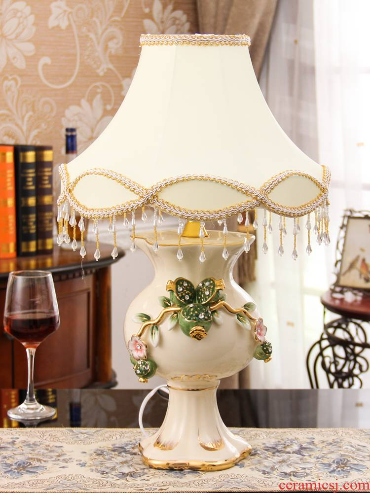 Fort SAN road sitting room tea table furnishing articles creative European - style home decoration bedroom adornment lamp of ceramic arts and crafts