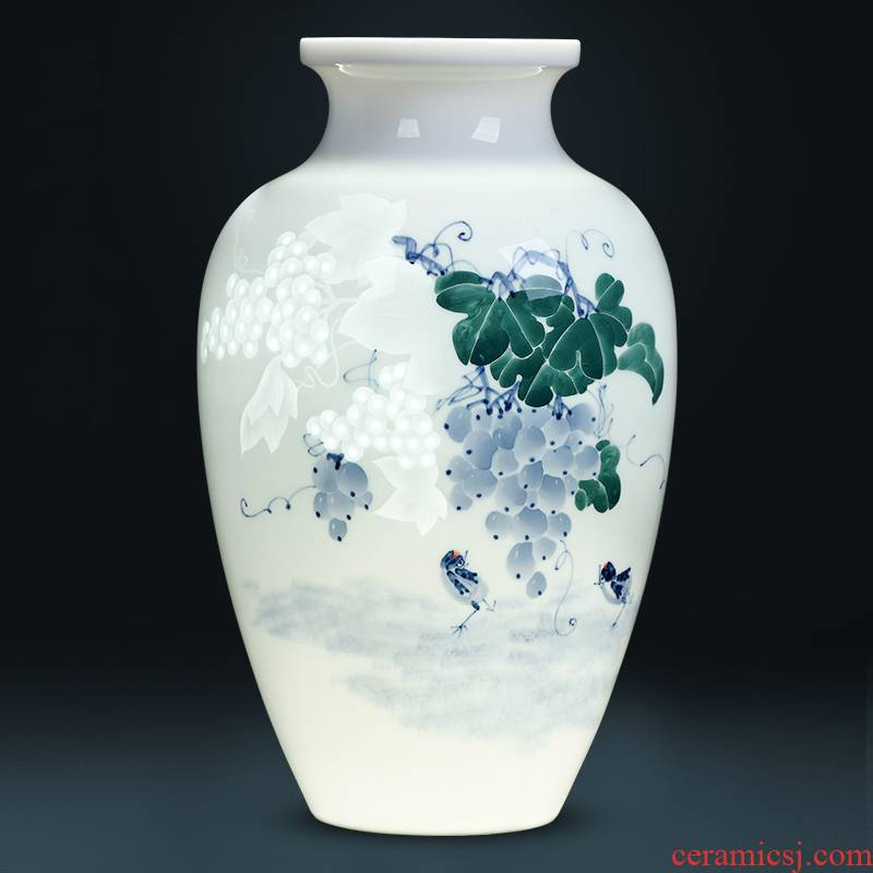Jingdezhen ceramics famous hand - made thin foetus vases, flower arranging new Chinese wine porch sitting room adornment is placed