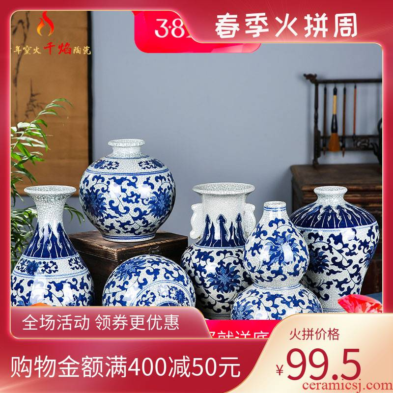 Jingdezhen ceramics blue and white porcelain vases, flower arranging, the sitting room is antique Chinese style household decorations rich ancient frame furnishing articles