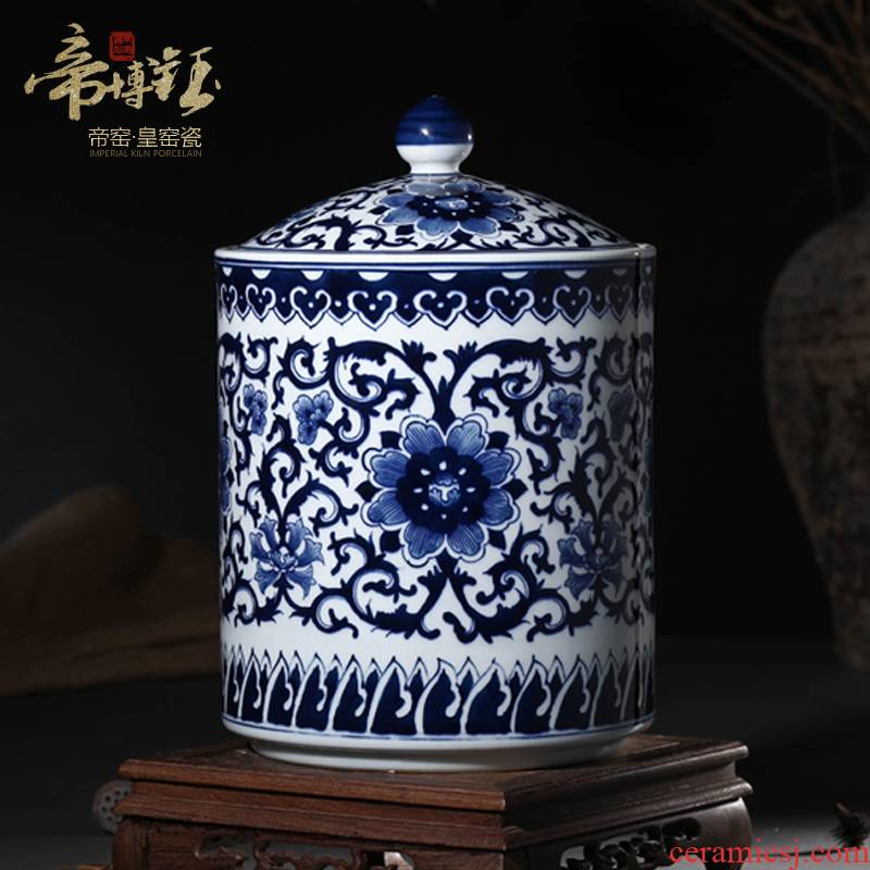 Authentic jingdezhen hand - made ceramic checking pu - erh tea sealed as cans puer tea storage tank of blue and white porcelain decoration
