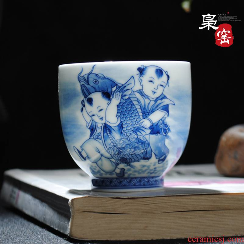 The Owl up jingdezhen hand - made of blue and white porcelain cups tea archaize individual cup sample tea cup have fish every year