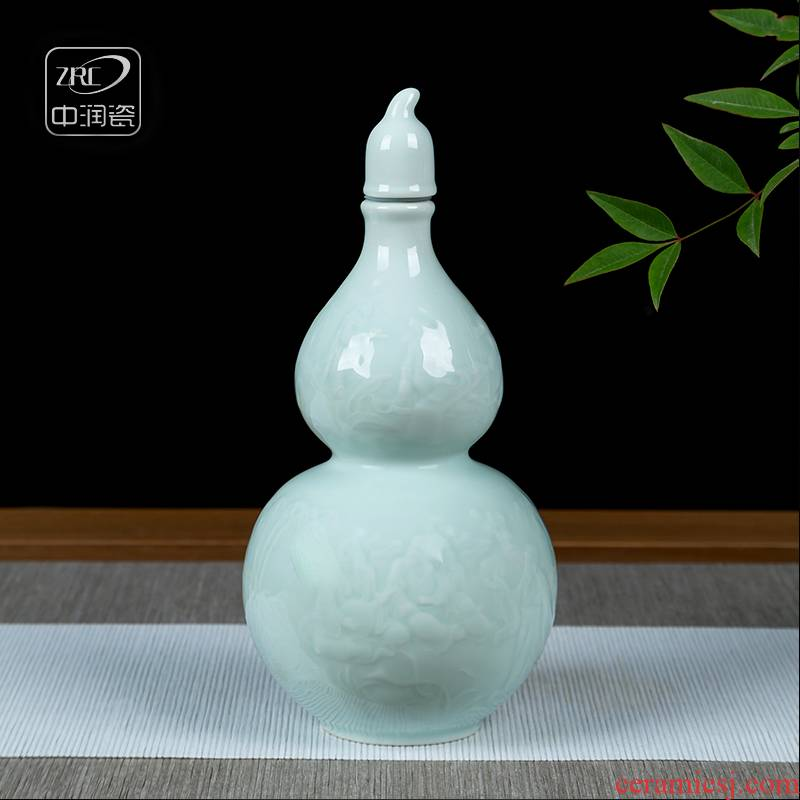 Jingdezhen ceramic bottles empty wine bottles home antique white wine jars shadow carving green gourd hip a kilo