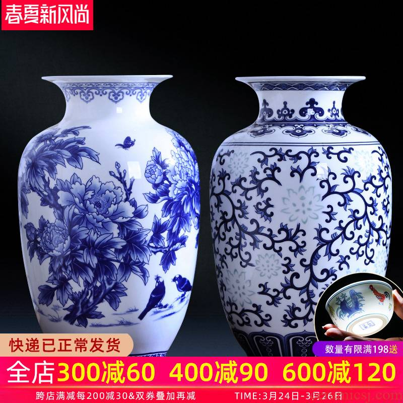Blue and white porcelain vase and exquisite ipads porcelain of jingdezhen ceramics flower arranging wine ark of I sitting room adornment is placed