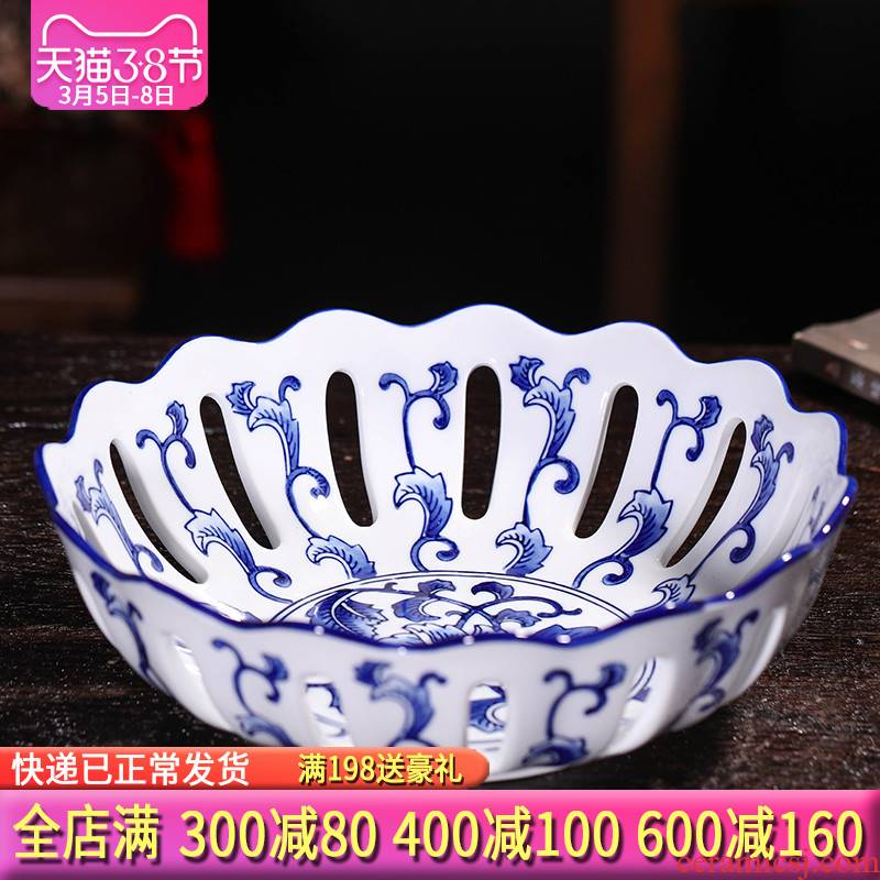 The tripod with two handles all The blue and white porcelain of jingdezhen ceramics hollow - out of new Chinese style classical fruit bowl large creative snack plate