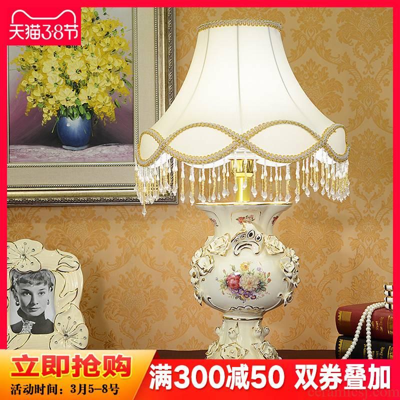 European ceramic desk lamp retro luxurious sitting room adornment bedroom sweet creative fashion bedside lamp decoration furnishing articles