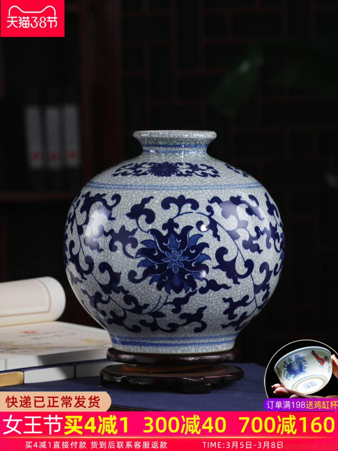 Antique vase of blue and white porcelain of jingdezhen ceramics furnishing articles sitting room of new Chinese style restoring ancient ways crack glaze up plugged into the vase