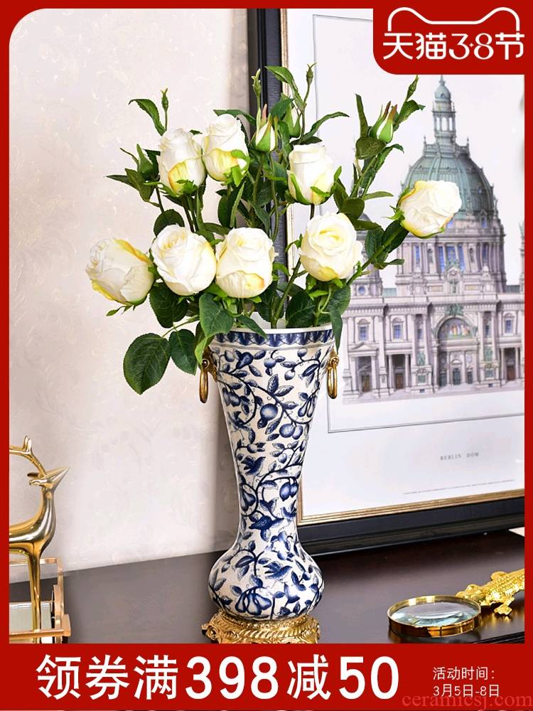 The New Chinese blue and white porcelain ceramic vases, the sitting room porch TV ark, decoration floral decoration crafts are arranging flowers