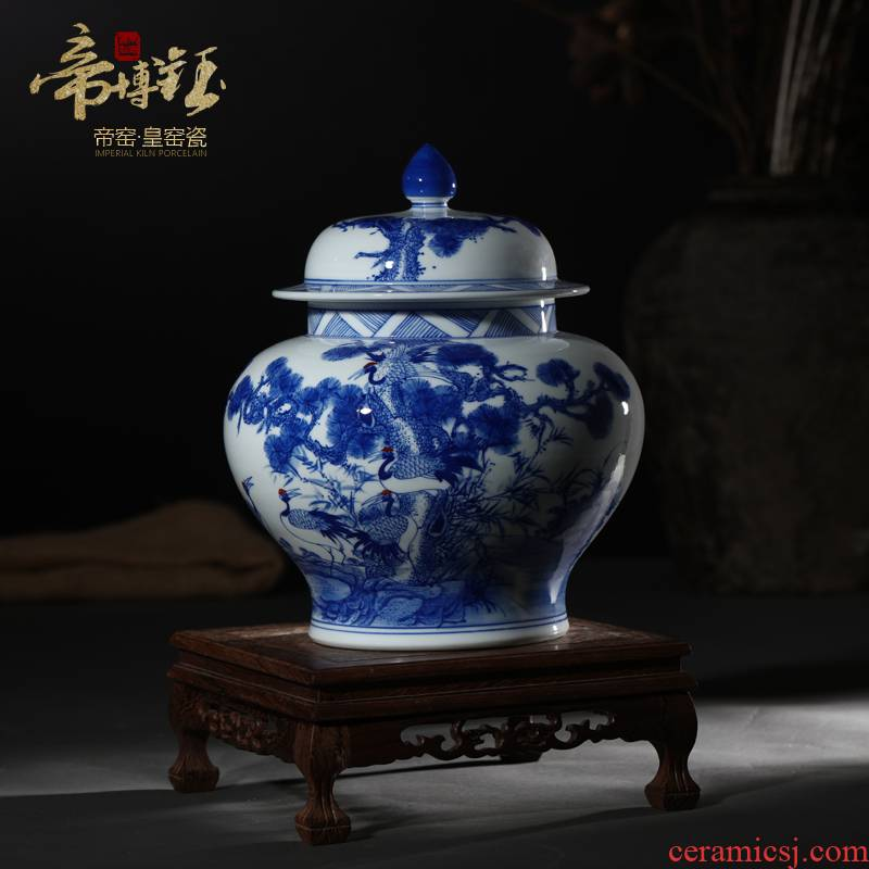 Jingdezhen ceramic vases, antique hand - made cranes cover the general pot of tea pot of blue and white porcelain home decoration furnishing articles