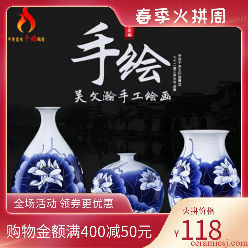 Jingdezhen ceramics famous hand - made modern Chinese blue and white porcelain vase peony lotus sitting room adornment ornament