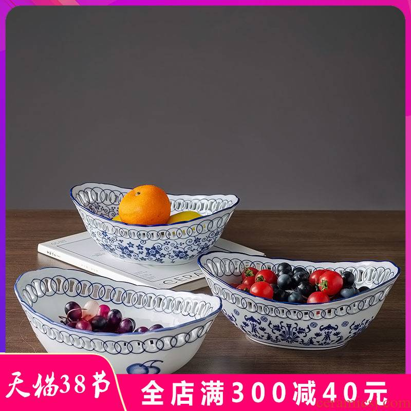 Blue and white porcelain of jingdezhen ceramics furnishing articles hollow out household fruit bowl of snack plate of the sitting room tea table table decoration