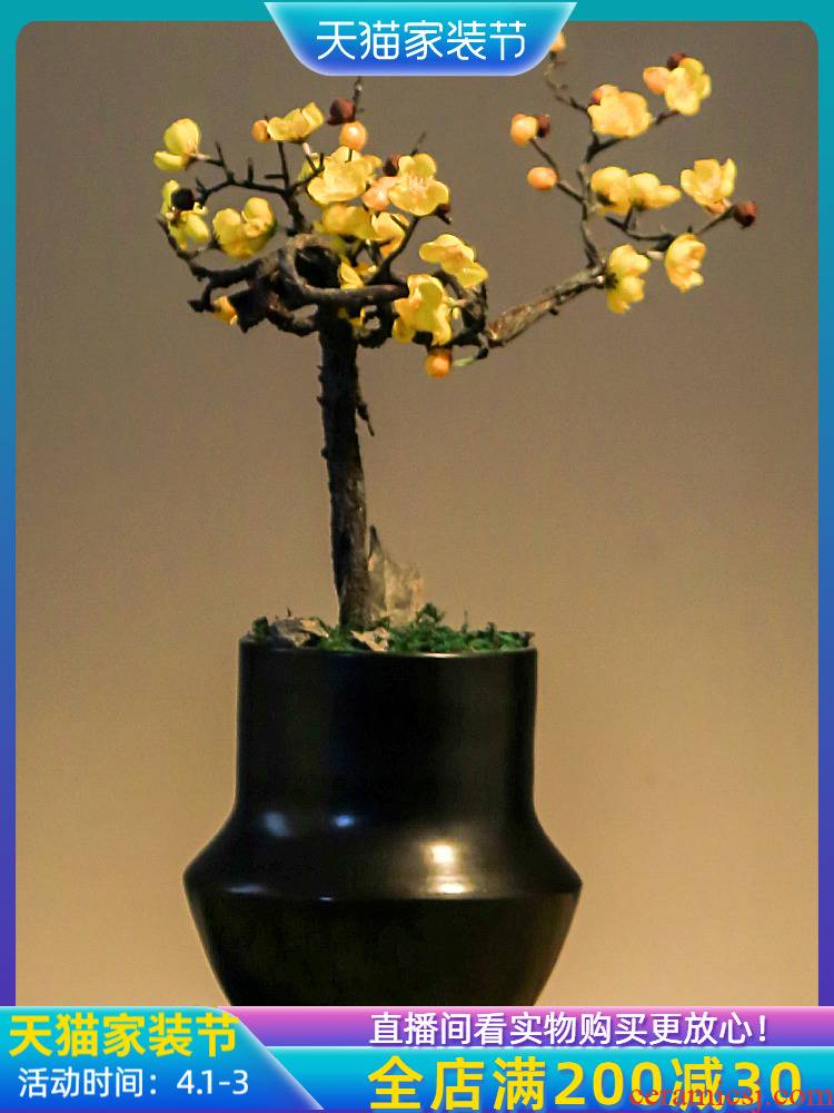 Jingdezhen retro nostalgia sitting room, dining - room simulation twisting, name plum flower pot creative home decoration vase furnishing articles