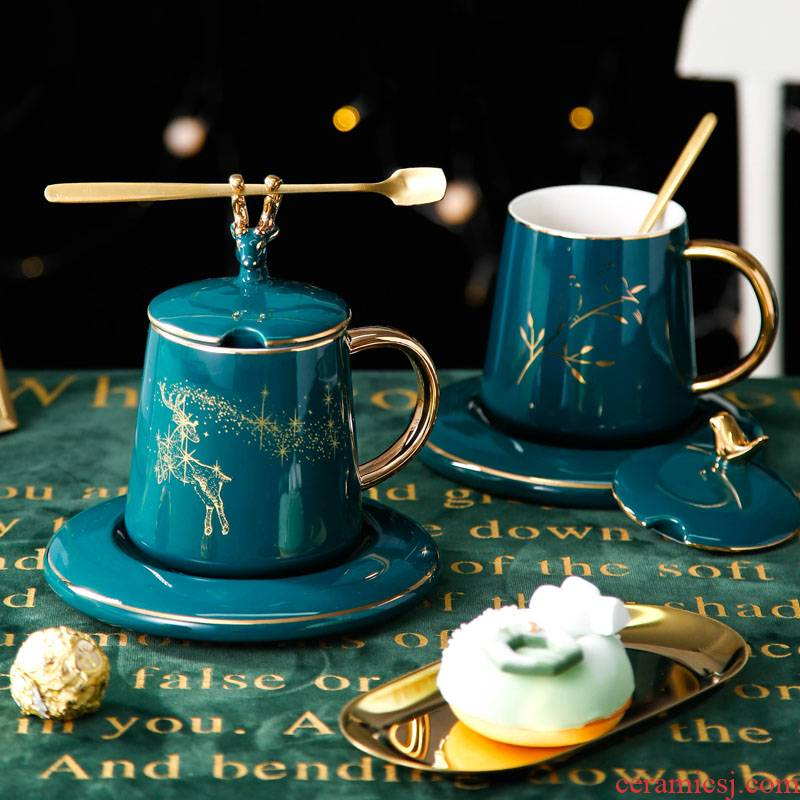 Creative move trend ceramic keller with hand gift Christmas gifts gifts one spoon picking cups with cover