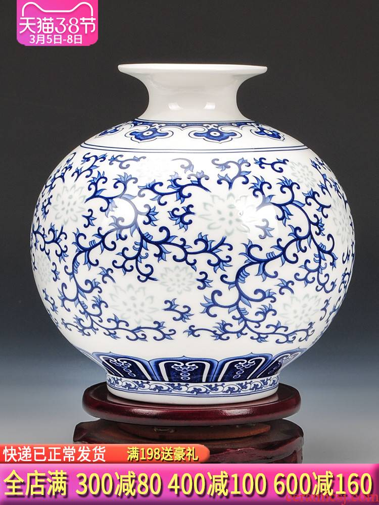 Blue and white and exquisite ipads China jingdezhen ceramics thin foetus floret bottle of flower arrangement of modern Chinese style sitting room adornment is placed