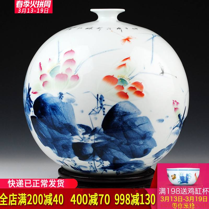 "Jingdezhen porcelain ceramics celebrity virtuosi hand big vase ""lotus rhyme"" Chinese sitting room adornment is placed"