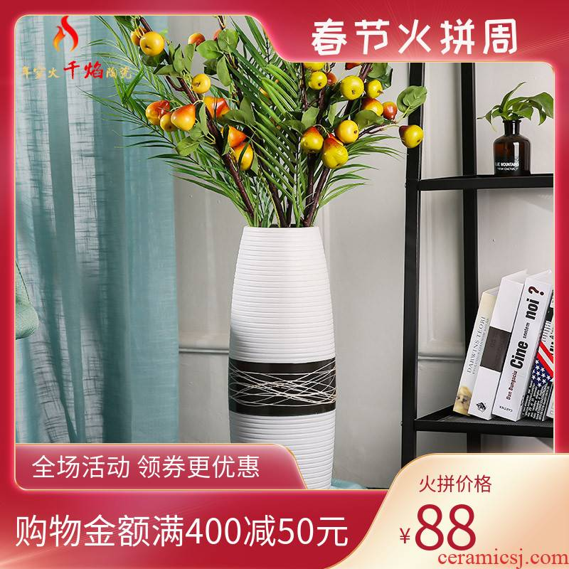Jingdezhen ceramics vase white black line dried flowers European simple flower arrangement sitting room adornment is placed