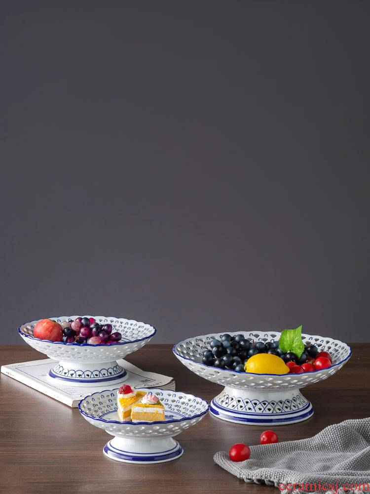Ceramic creative home sitting room tea table fruit bowl jingdezhen blue and white porcelain household furnishing articles of snack dried fruit tray