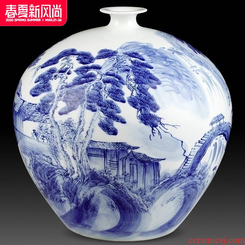 Jingdezhen ceramics famous master hand antique Chinese blue and white porcelain vases, flower arrangement rich ancient frame is placed in the living room