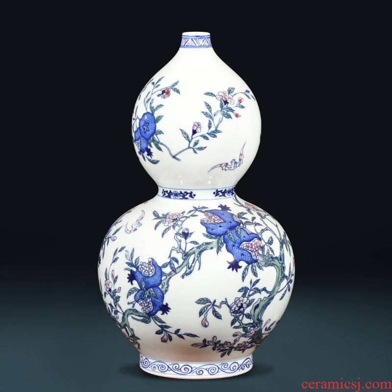 Jingdezhen ceramics hand - made antique Chinese blue and white porcelain live shui gourd vase sitting room adornment is placed
