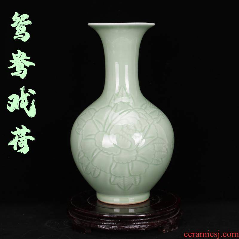 Archaize of jingdezhen porcelain hand carved jade green glaze vase furnishing articles of Chinese style restoring ancient ways is plugged into the vase sitting room adornment