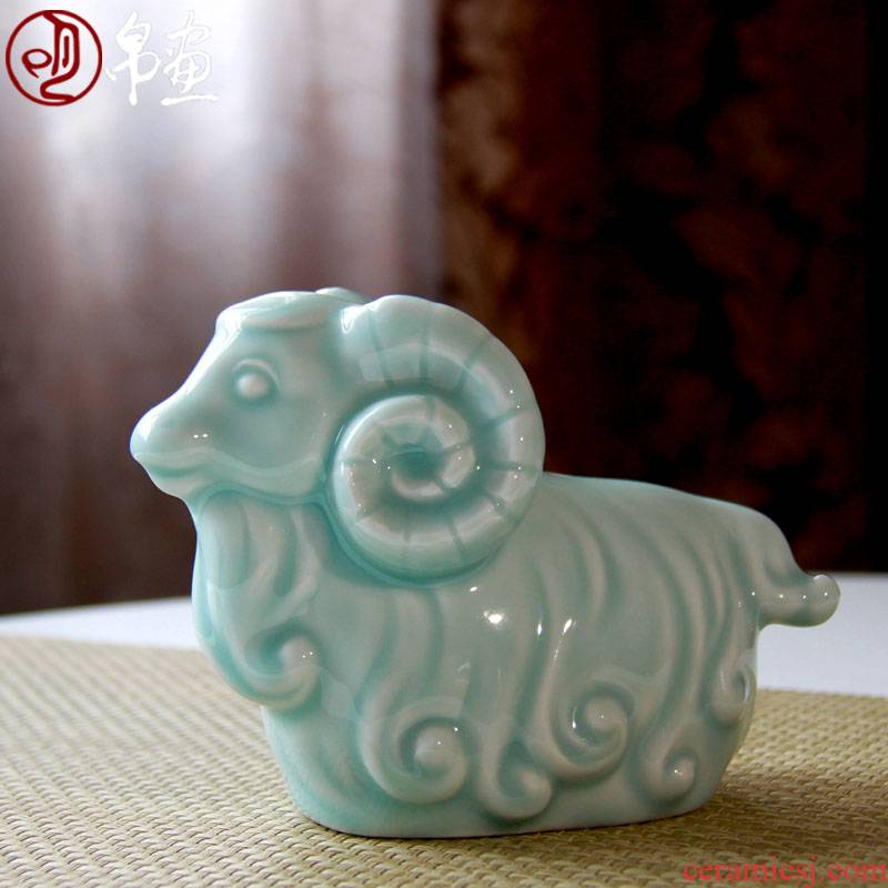 Jingdezhen ceramic furnishing articles goat hand - made shadow green home sitting room bedroom study auspicious decoration tea pet sheep tea taking