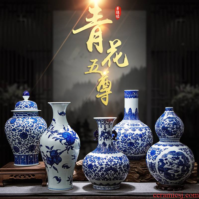 Blue and white porcelain of jingdezhen ceramics antique hand - made wine cabinet office sitting room adornment of Chinese style household furnishing articles