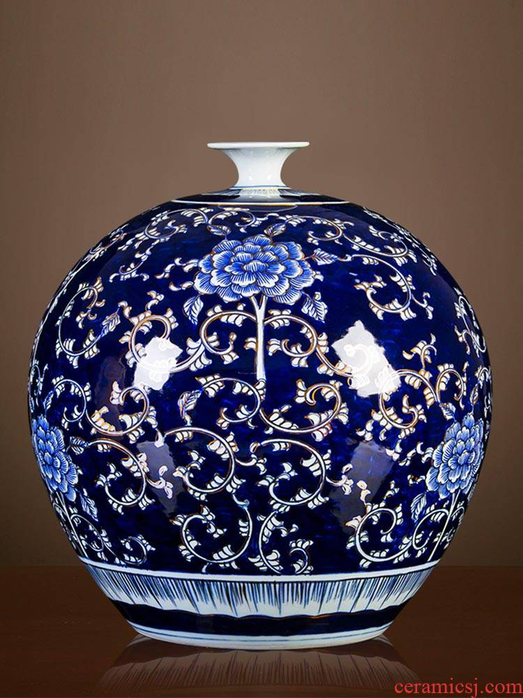 Jingdezhen ceramics pomegranate bottle hand - made antique vase of blue and white porcelain flower arranging the new Chinese rich ancient frame is placed in the living room