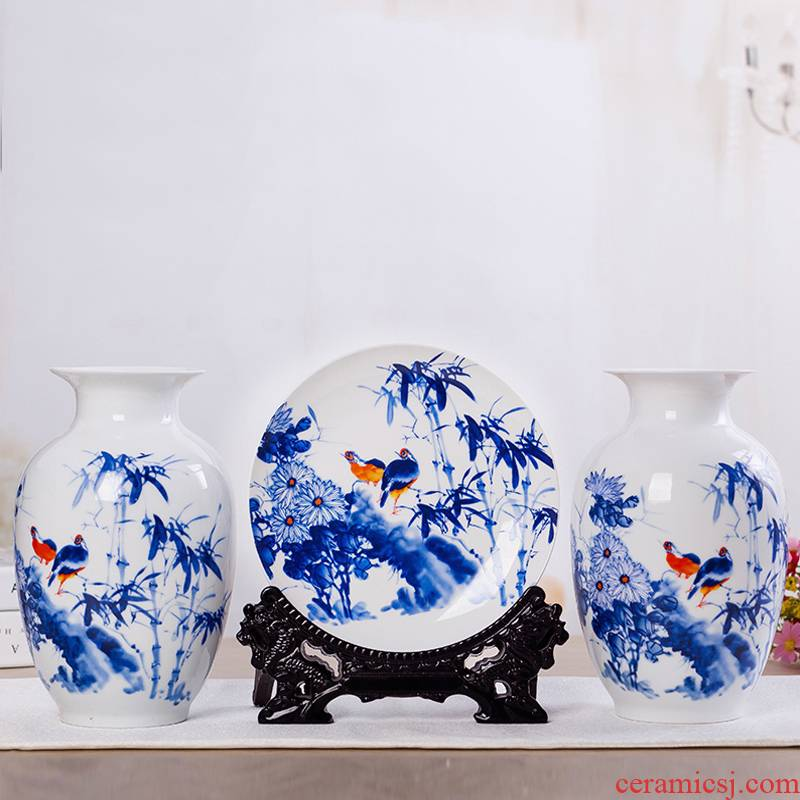 Jingdezhen ceramic vase furnishing articles Chinese famille rose porcelain three - piece handicraft wine porch sitting room adornment