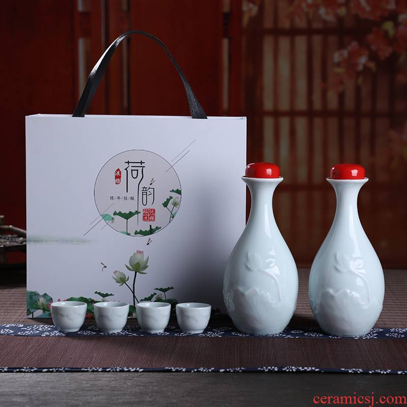 An empty bottle of jingdezhen ceramics a kilo have the antique white little hip household seal wine equipment installed a gift gift boxes