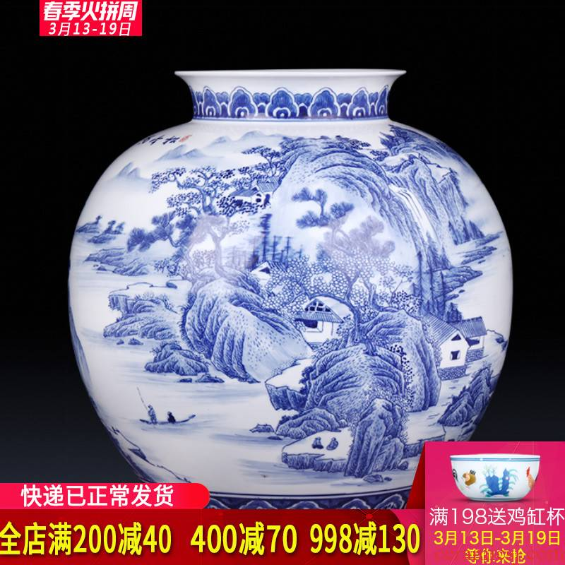 Jingdezhen ceramics famous master hand draw archaize blue and white porcelain vases, flower arrangement sitting room adornment is placed