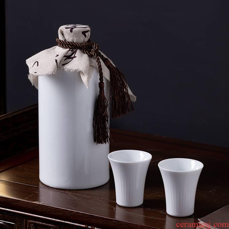 Jingdezhen bottle of liquor bottles of white porcelain from the wine bottle cover 2 jins sealed ceramic jars empty bottle custom