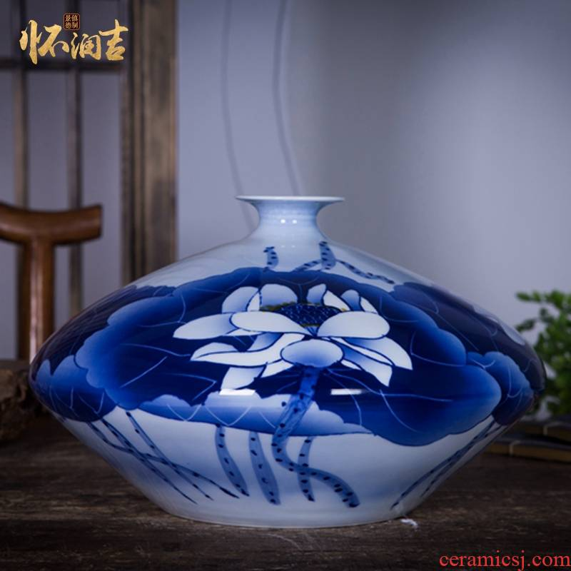 Antique blue and white porcelain of jingdezhen ceramics by hand gourd vases, sitting room of Chinese style household decorations furnishing articles