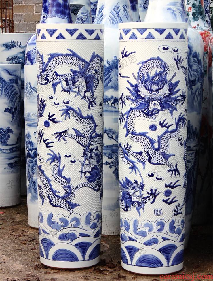 Sf62 jingdezhen ceramics of large blue and white porcelain vase carved dragon hand - made quiver sitting room adornment is placed