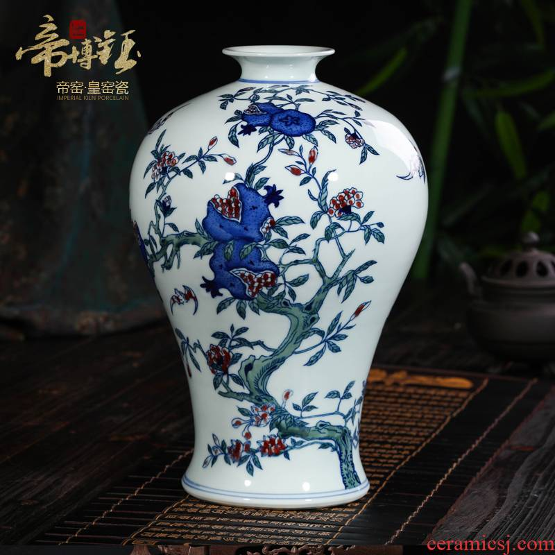 Jingdezhen ceramic vases, antique hand - made porcelain youligong hong mei bottles of the sitting room porch place the things the children act the role ofing is tasted