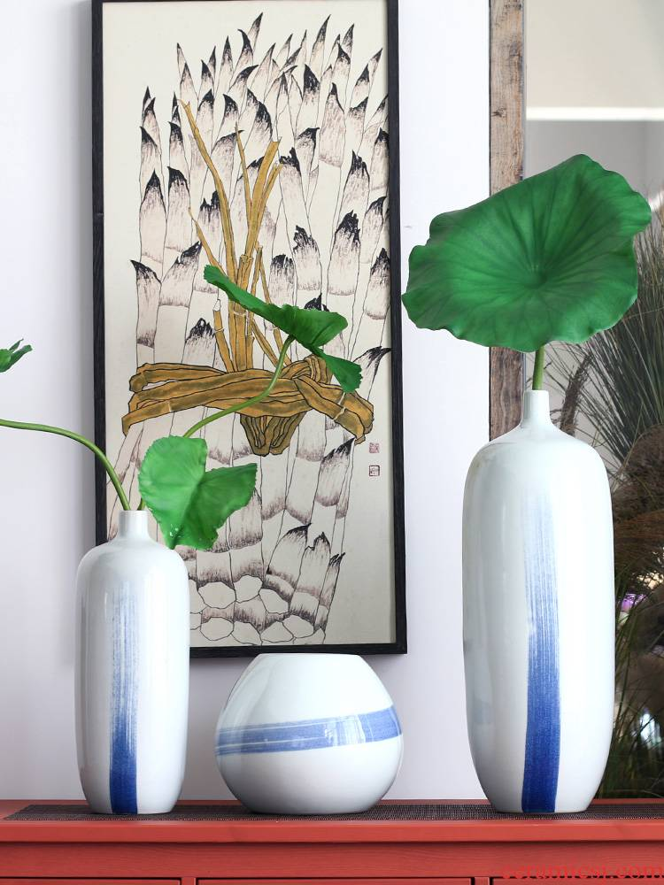 Jingdezhen brushwork lines, blue and white porcelain vases, pottery and porcelain archaize sitting room, the study of new Chinese style furnishing articles clear soup WoGuo arranging flowers