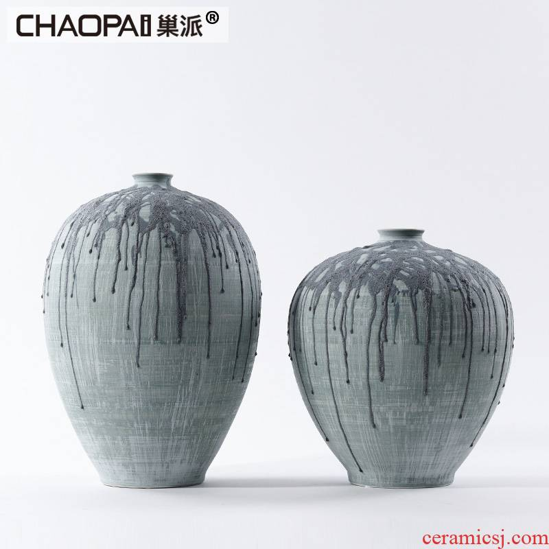 The Post - modern art of individuality creative hand - made ceramic vase decorations belly thin expressions using flower arranging, furnishing articles