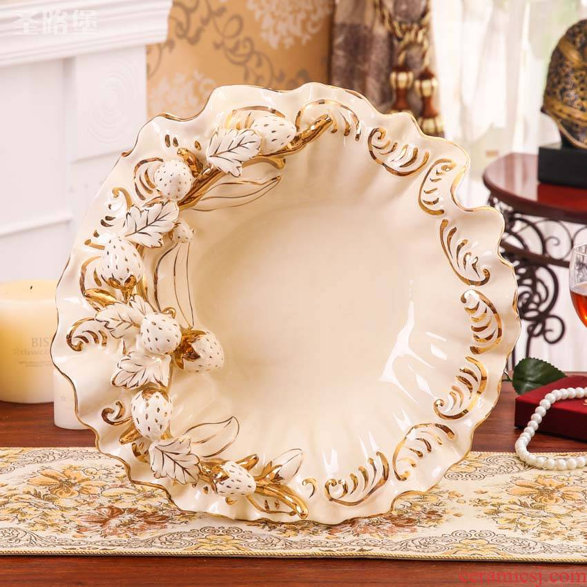 Fort SAN road ceramic reliefs strawberry fruit bowl creative European - style compote sitting room adornment is placed a housewarming gift